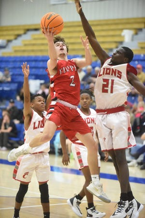 Flippin's Devyn Payne slices between two Clarendon players for a layup on Thursday night.
