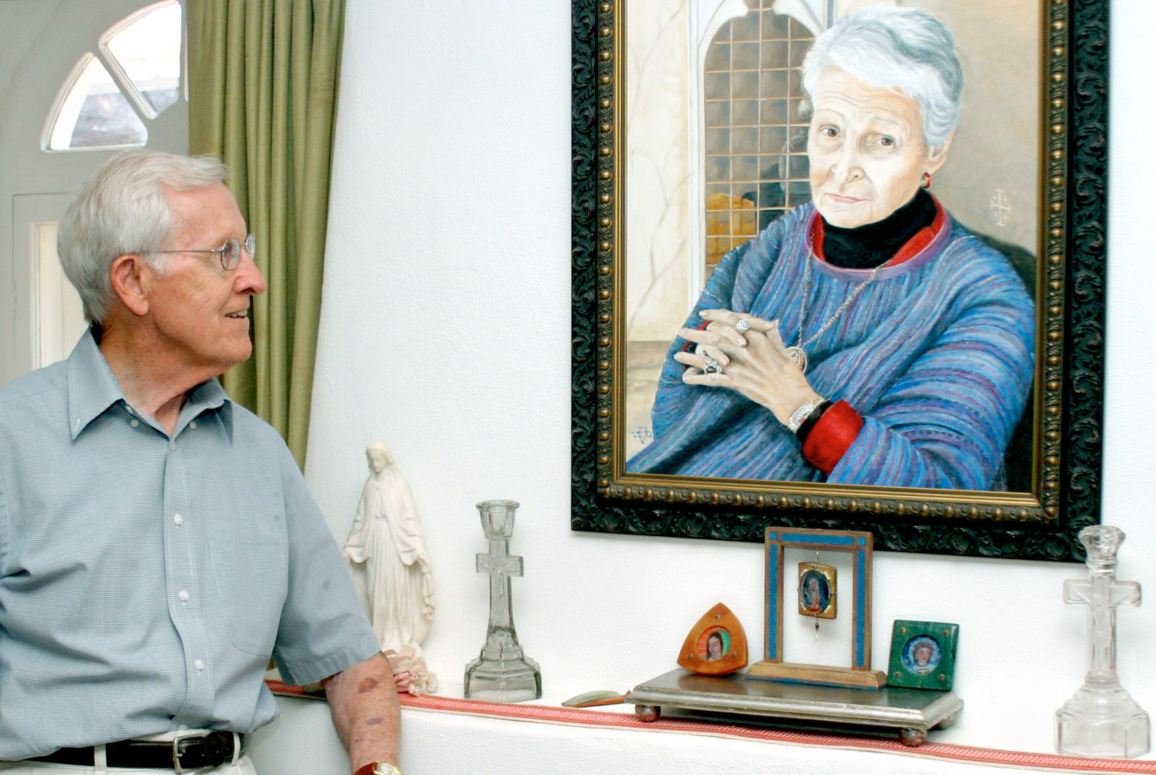 During a tour of his Mesilla home in 2011, former state representative J. Paul Taylor admired a portrait of his wife, Mary, who died Wednesday. The couple married in 1945.