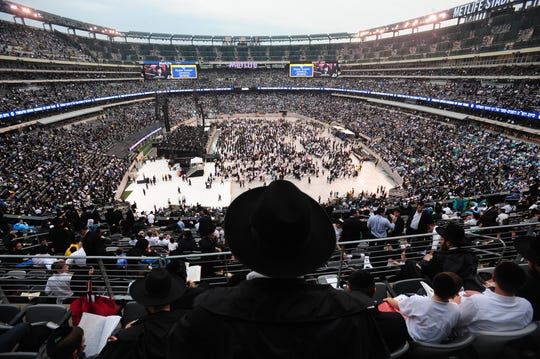 99877 EAST RUTHERFORD GEORGIEV 08012012. More than 90,000 men and women gathered together at MetLife Stadium on Wednesday, August 1, to celebrate the completion of  7- 1/2 years of learning to the completion of the Talmud.