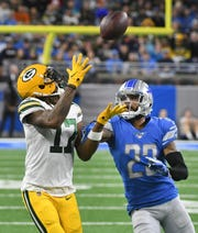 Packers' Davante Adams readies for a long reception in front of Lions' Darius Slay in the second quarter.