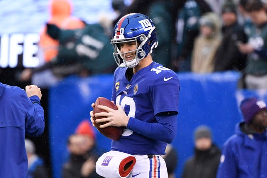 New York Giants quarterback Eli Manning (10) on the field for pregame warmups on Sunday, Dec. 29, 2019, in East Rutherford.