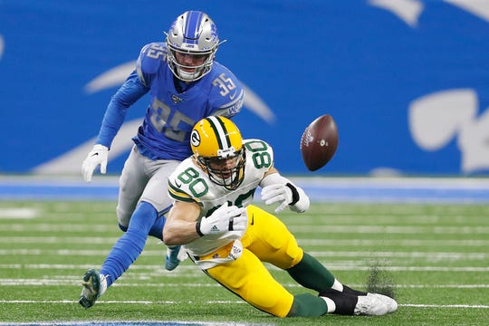 Green Bay Packers tight end Jimmy Graham (80) unable to make a catch against Detroit Lions defensive back Miles Killebrew (35) during the first quarter at Ford Field.