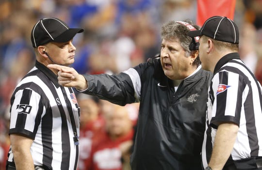 Washington State's head coach Mike Leach argues with officials during the second half against Air Force during the Cheez-It Bowl at Chase Field in Phoenix, Ariz. on Dec. 27, 2019.