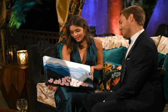 """Peter Weber and Knoxville's Hannah Ann Sluss get to know each other while on """"The Bachelor."""""""
