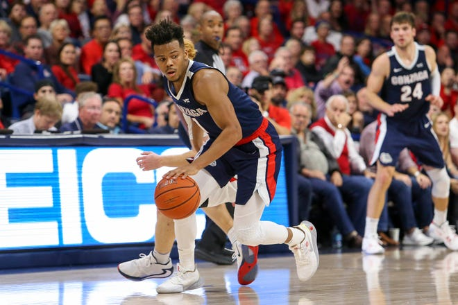 Gonzaga guard Admon Gilder dribbles the ball during the team's game against Arizona at McKale Center.
