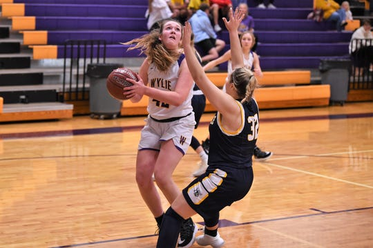 Wylie's Bailey Roberts (42) backs down Stephenville's Jettie Funderburgh (32) in the paint at Bulldog Gym on Tuesday, Dec. 31, 2019. Roberts had 11 points as the Lady Bulldogs knocked off the Class 4A No. 16 Honeybees 50-46.
