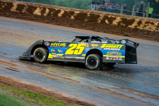 World of Outlaws Late Model driver Shane Clanton will open the season with the series at the Battle at the Border at Vado Speedway Park.
