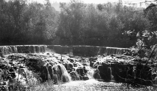 Photo taken of the dam on Butte Creek in Scotts Mills during a survey of chinook salmon spawning habitat in 1940.