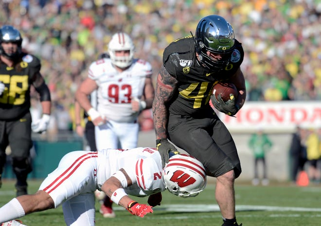 Oregon Ducks tight end Hunter Kampmoyer (48) runs after catching a pass against Wisconsin Badgers safety Reggie Pearson (2) in the first quarter of Oregon's 28-27 Rose Bowl win on Jan. 1.