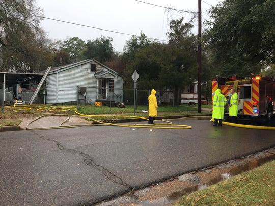 A Thursday morning fire on Renssalear Street in Alexandria reportedly killed one person.