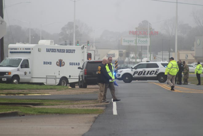 Alexandria Police Department Chief Jerrod King (center) talks with a Bureau of Alcohol, Tobacco, Firearms and Explosives official on the morning of Jan. 2, 2020. A small explosion happened just after 10 a.m. outside a building on the MacArthur Drive service road near Monroe Street. Nobody was injured.