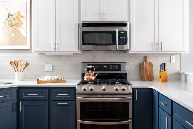 Homeowners are using two complementary colors on the upper and lower kitchen cabinets. Also, using the same cabinet style in different colors keeps the overall look fluid.