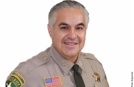 Martín Cuéllar, jefe del Departamento del Sheriff del Condado de Webb, pidió no cruzar a Nuevo Laredo.
