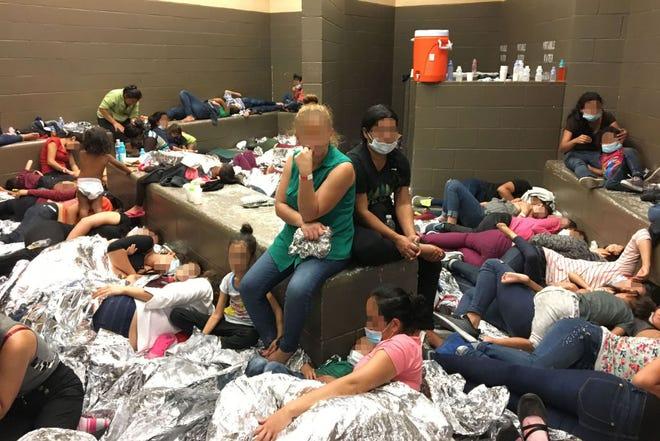 Migrantes denuncian malas condiciones en algunas instalaciones de la Patrulla Fronteriza.