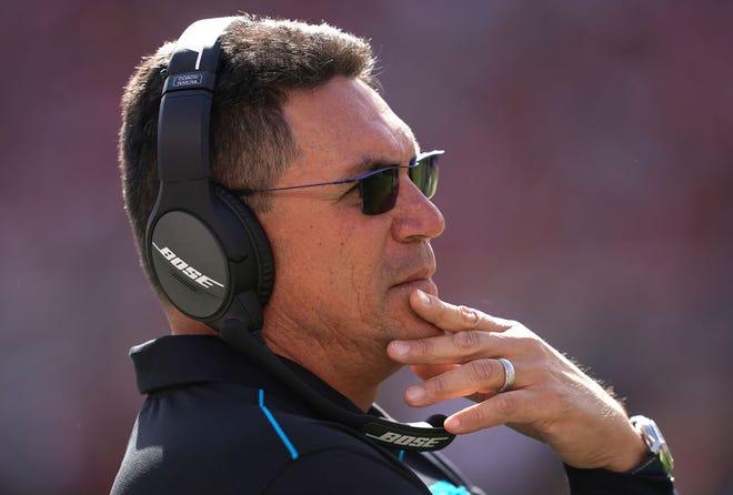 Ron Rivera, ex entrenador de Panthers, llega a Washington.