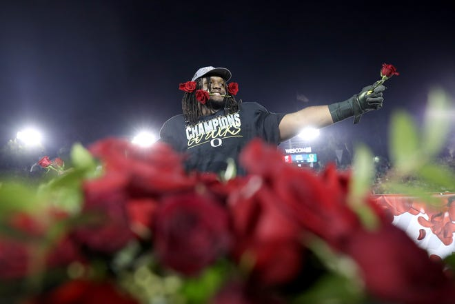 Jordon Scott (34) celebrates with roses after defeating the Wisconsin Badgers in the Rose Bowl at Rose Bowl on January 1.