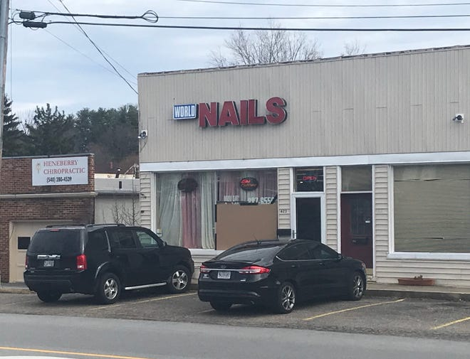 World Nails in Staunton