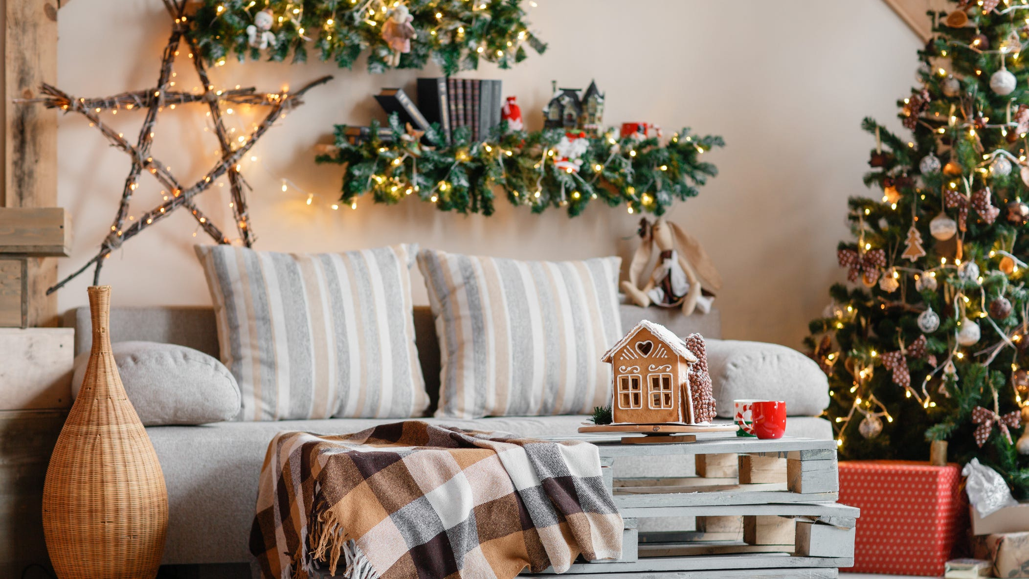 New Years' sales 20 Save on holiday decor for next Christmas at ...