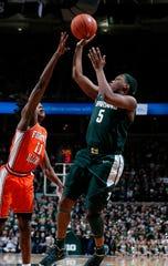 Cassius Winston shoots as Illinois' Ayo Dosunmu defends during MSU's 76-56 win Jan. 2, 2020.