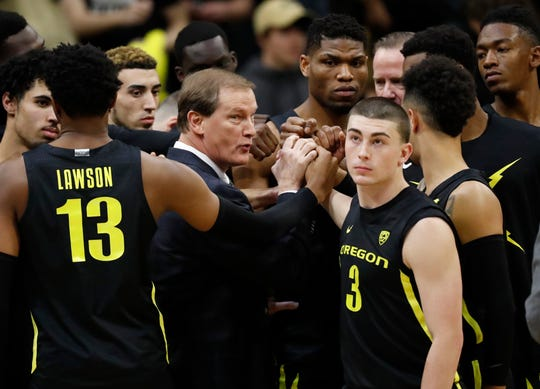 Oregon hed coach Dana Altman, center, confers with his players in the first half of an NCAA college basketball game against Colorado Thursday, Jan. 2, 2020, in Boulder, Colo.