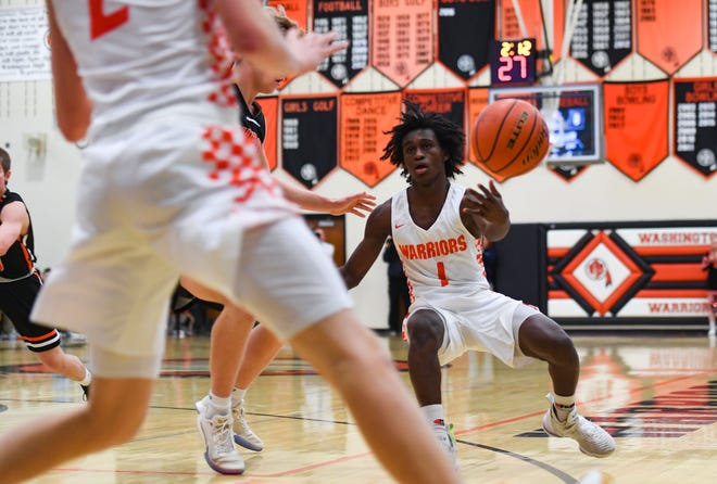 Mikele Kambalo of Washington passes the ball to Kemmer Schramm on Thursday, Jan. 2, at Washington High School in Sioux Falls.