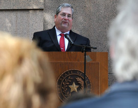 Wichita County chief deputy constable Chris Craig took to the Courthouse steps, Friday afternoon, to announce his running as Wichita County Constable precinct 1.