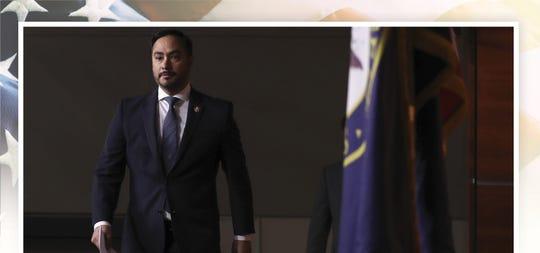 El líder del Caucus Hispano en el congreso, Rep. Joaquin Castro, D-TX, a su llegada a una rueda de prensa para discutir las audiencias en la corte suprema sobre el DACA, el 12 de noviembre del 2019.
