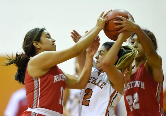 Robstown's Larissa Garza, from left, Beeville's Jade Del Bosque and Robstown's Kiara Hawkins battle for the ball, Friday, Jan. 3, 2020, in Beeville. Beeville won, 43-24.