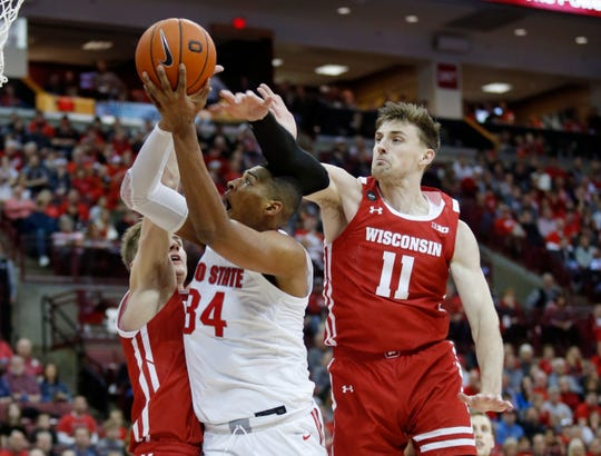 Ohio State forward Kaleb Wesson, center, goes up to shoot between Wisconsin forwards Tyler Wahl, left, and Micah Potter.