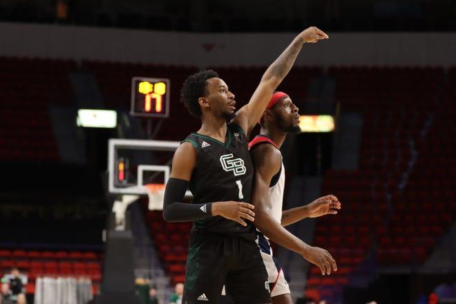 UWGB freshman guard Amari Davis had a team-high 21 points against UIC on Friday night.