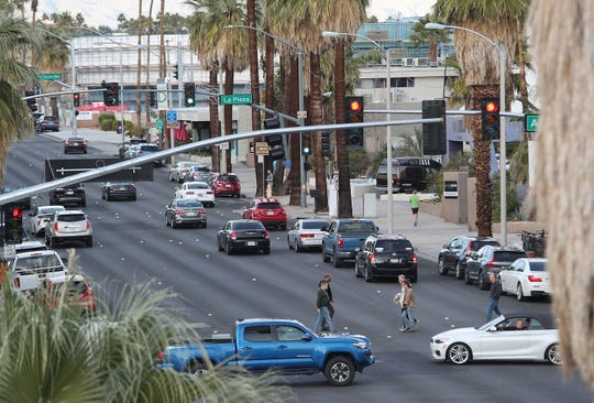 Traffic law allows for risky left turns, a Desert Sun readers argues.