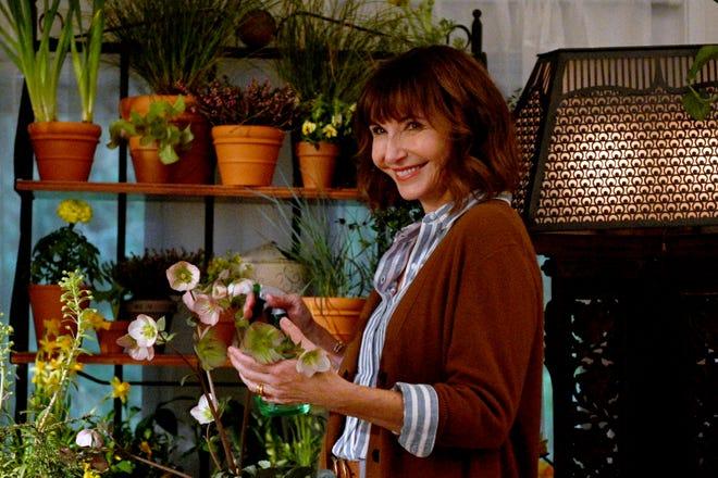 "Mary Steenburgen plays Zoey's mom, Maggie, in NBC's ""Zoey's Extraordinary Playlist."""