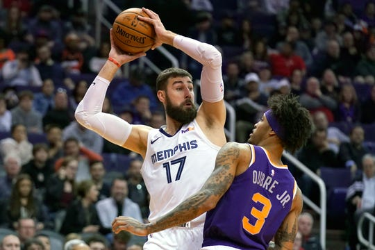 Memphis Grizzlies center Jonas Valanciunas (17) in the first half during an NBA basketball game against the Phoenix Suns, Sunday, Jan. 5, 2020, in Phoenix. (AP Photo/Rick Scuteri)