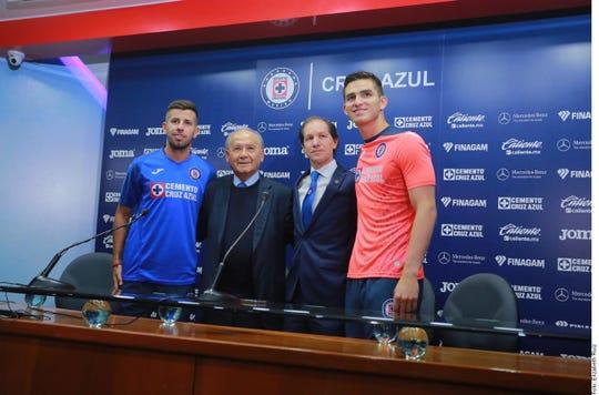 Billy Álvarez, junto al nuevo director deportivo de La Máquina Jaime Ordiales, y sus dos primeros refuerzos.