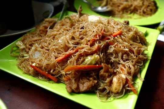 The new Lolo's Filipino Restaurant offers familiar dishes like pancit bihon made with a tangle of rice noodles.