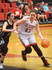 Norfork's Kynzie Rangel drives to the basket against Jasper on Monday night.