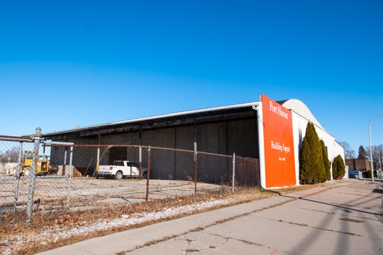 The building at 3517 Military Street was recently purchased by Noel Suarez of Suarez Auto Sales.