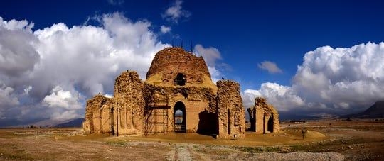 Sarvestan in the Sassanid archaeological landscape