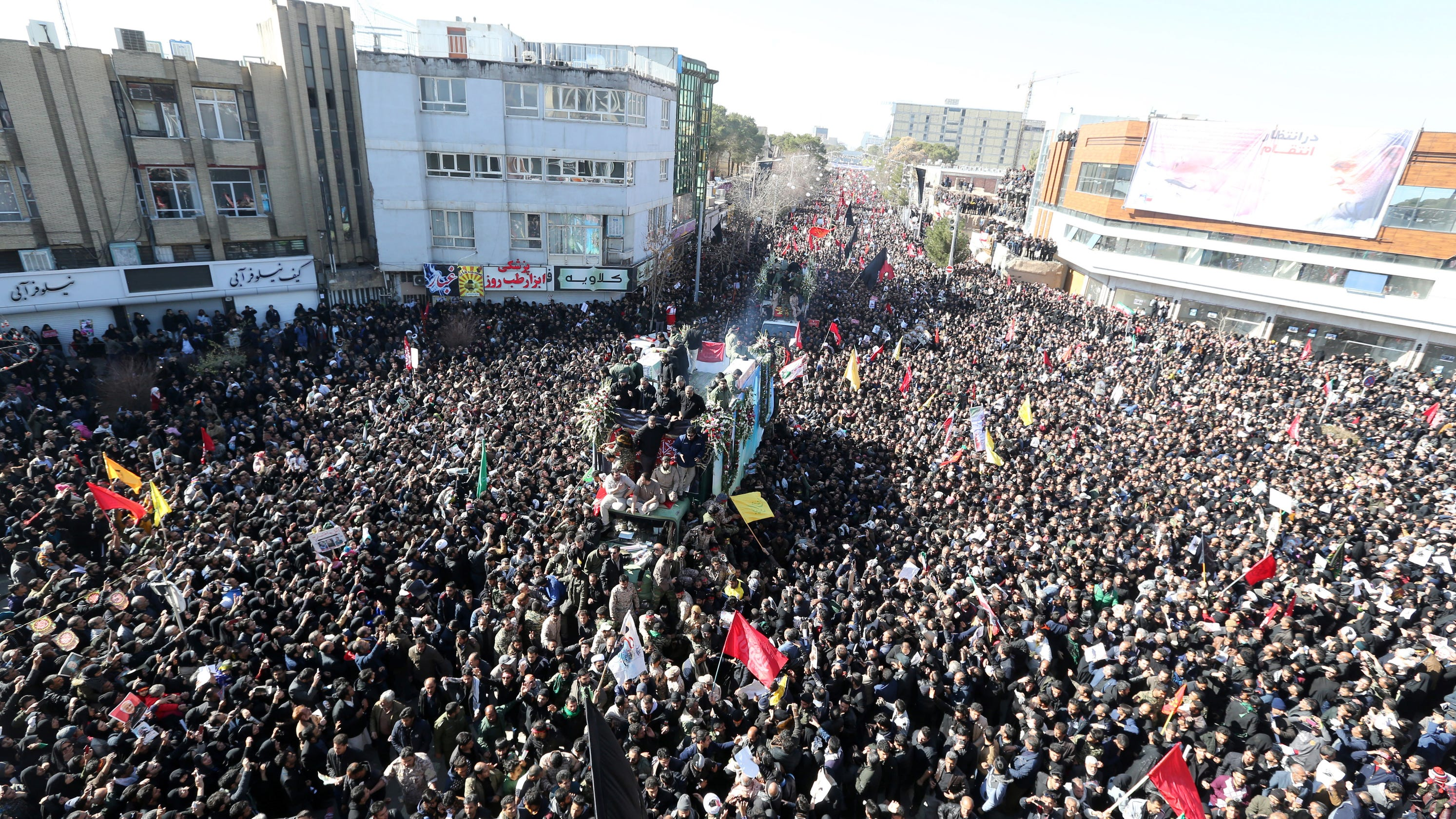 Stampede at Iranian commander Qasem Soleimani's funeral kills at least 32 thumbnail