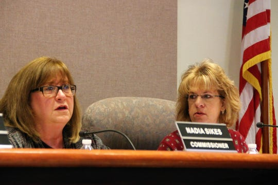 Alamogordo City Commissioner Nadia Sikes, left, asks a question during the Alamogordo City Commission workshop on Jan. 7 as Alamogordo City Commissioner Susan Payne looks on.  The Alamogordo City Commission held a workshop Jan. 7 discussing New Mexico's Sunshine Laws and Robert's Rules of Order.