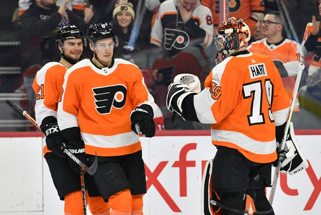 Carter Hart made 26 saves in the Flyers' 3-2 win over the Washington Capitals.