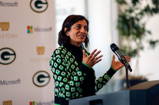 Oculogica Inc. CEO Rosina Samadani addresses Green Bay area business and community leaders at a TitletownTech press conference in October. TitletownTech, a partnership between the Packers and Microsoft, recently made an investment in the company which is bringing a device to market that can look for concussion symptoms while patients watch a four-minute video.