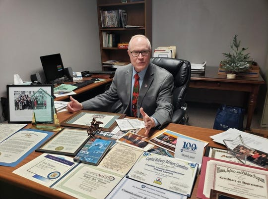 Bob Thomas had a desk full of awards he earned over 24 years as a Franklin County commissioner. He packed them away before attending his last commissioners' meeting on Jan. 2.