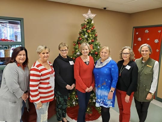 SeniorJunior Forum members recently enjoyed serving the holiday lunch at the Kitchen.  Left to right: Debra Burnett, Delores Culley, Debbie Moody, Loisanne Neal, Colleen James, Melody Jennings and Christy Whiteley.