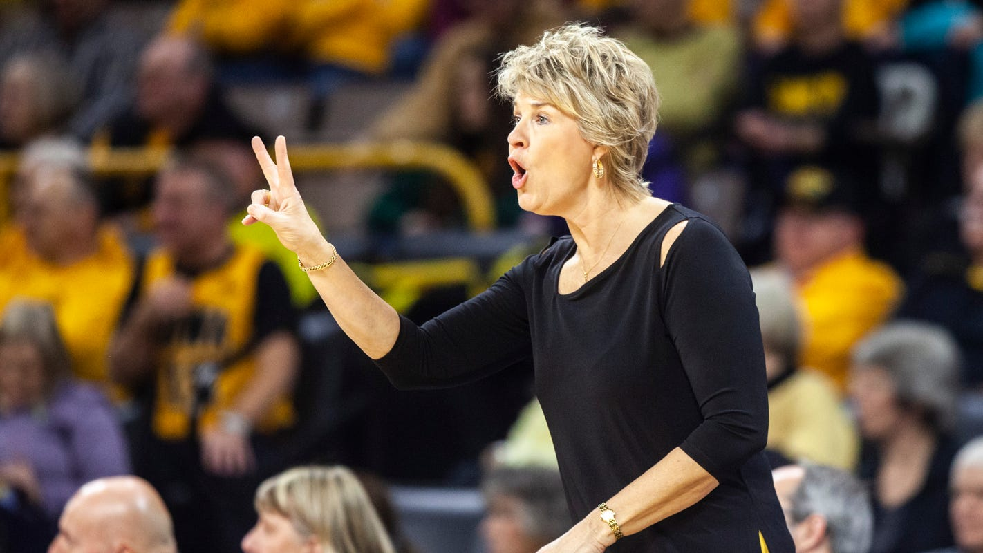Iowa women's basketball: No. 24 Hawkeyes survive at Minnesota with fourth-quarter rally