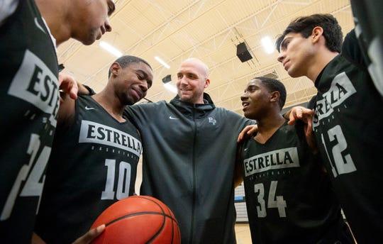 Estrella Foothills High School boys basketball assistant coach Chad Williams huddles with the varsity players on Jan. 6, 2020 in Goodyear, Ariz.