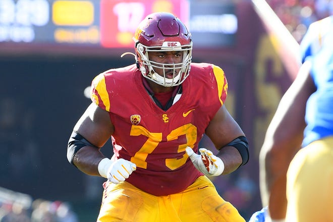 LOS ANGELES, CA - NOVEMBER 23: USC Trojans offensive lineman Austin Jackson (73) pass protects during a college football game between the UCLA Bruins and the USC Trojans on November 23, 2019, at Los Angeles Memorial Coliseum in Los Angeles, CA. (Photo by Brian Rothmuller/Icon Sportswire) (Icon Sportswire via AP Images)