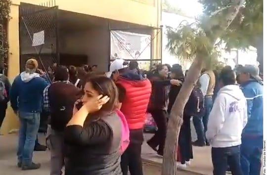 El saldo que las autoridades dan a conocer, tras la balacera en un colegio de Torreón, es de la maestra y el alumno agresor sin vida y al menos cinco menores y un profesor lesionados.