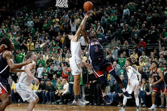 Oregon's Chris Duarte blocks a shot by Arizona guard Dylan Smith during the second half of an NCAA college basketball game Thursday, Jan. 9, 2020, in Eugene, Ore. (AP Photo/Thomas Boyd)