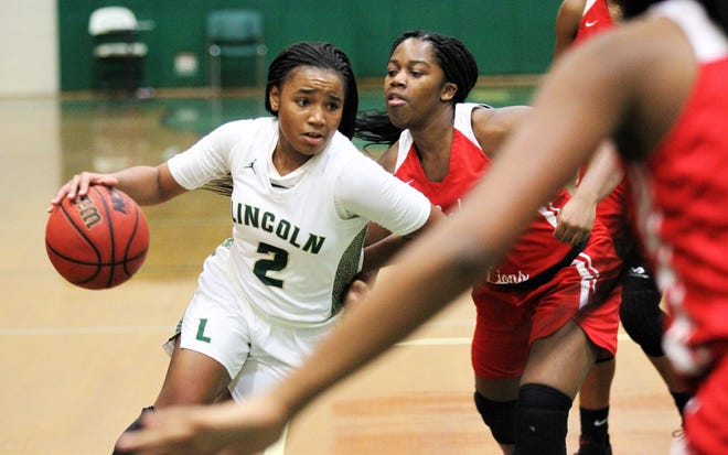 Lincoln junior Erin Turral drives to the basket as Lincoln beat Leon 58-47 on Jan. 9, 2020.